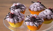 Cupcakes di Halloween con mirtilli e more